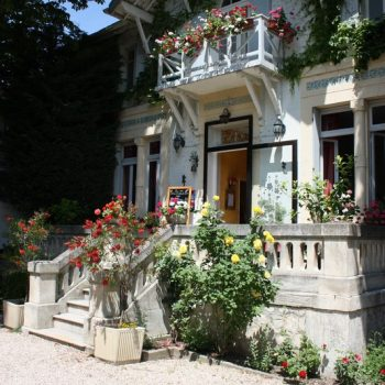 jardin hotel le chalet fleuri 224 r 233 my de provence