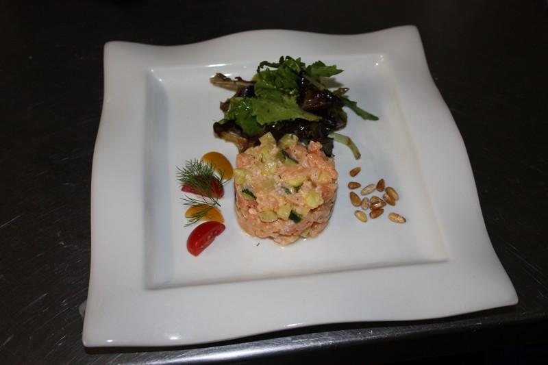 Tartare de saumon retaurant vace jardin saint remy de provence