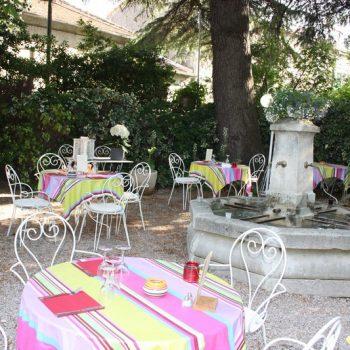 Terrasse extérieure restaurant Saint Rméy de Provence 13210