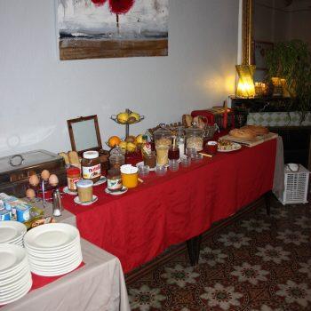 buffet petit déjeuner hotel saint remy de provence proche des alpilles